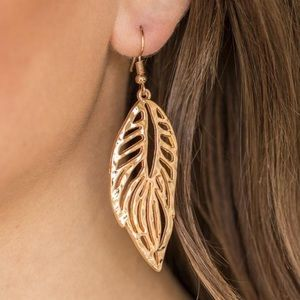 5/$20🌺come home to roost gold leaf earrings